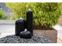 AA AREZZO - 2 cilinders en een bolvormige bal van zwart polystone - 90l (68xH36cm), 1600l/h, 3x(1x8) Leds wit - H16/H35 x 20 cm, H50 x 12 cm