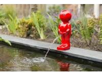 """AA BOY III - Polystone - """"Manneken Pis"""" rood - H67 x 23 x 23 cm"""