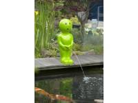 "AA BOY IV - Polystone - ""Manneken Pis"" groen - H67 x 23 x 23 cm"