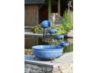 AA KERAMIEK blauw Fontein - watervalelement bestaat uit een gepoedercoat metaal frame, 1x kruik, 4x schallen - 350l/h - waterreservoir 45,5 cm - H60 x 51 x 51 cm